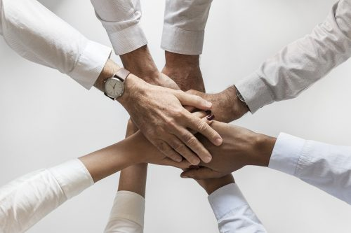 Mains représentants un partenariat