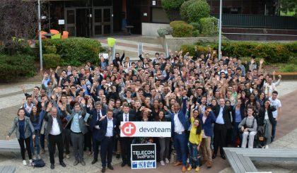 Photo de la promotion 2017-2020 avec leur parrain Devoteam