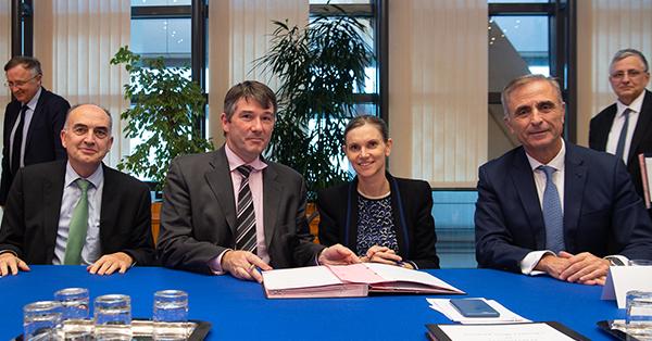 Signature des contrats d'objectifs et de performance