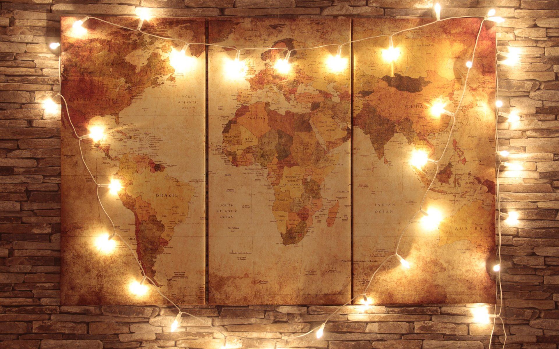 carte du monde entourée d'ampoules alumées