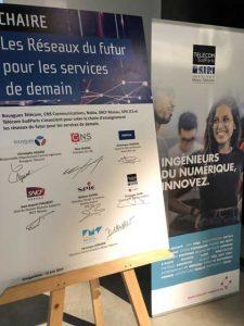 Panneau de signature de la chaire réseaux du futur